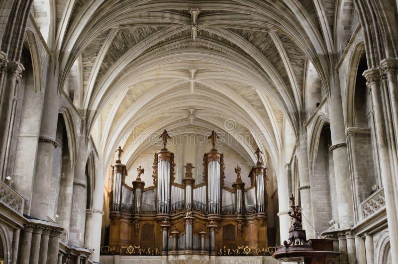 Grandi organo ed architettura all'interno della cattedrale gotica del san-andré, Bordeaux fotografia stock