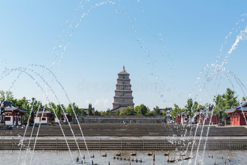 Grandi pagoda dell'oca selvatica e quadrato della fontana immagine stock