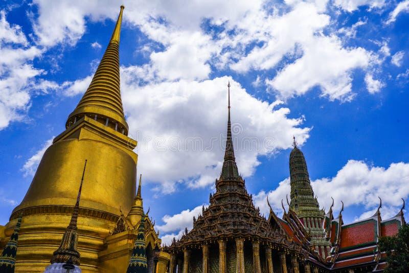 Grandi palazzo e Wat Phra Kaew, Bangkok, Tailandia immagine stock libera da diritti