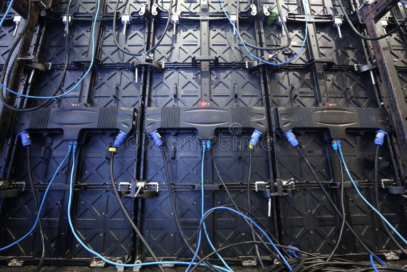 Grandi pannelli dell'esposizione LED del monitor dello schermo, retrovisione della parte con la b immagine stock