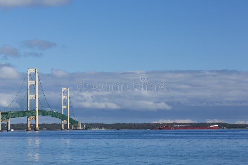 Grandi ponticello & nave di Mackinac fotografia stock libera da diritti