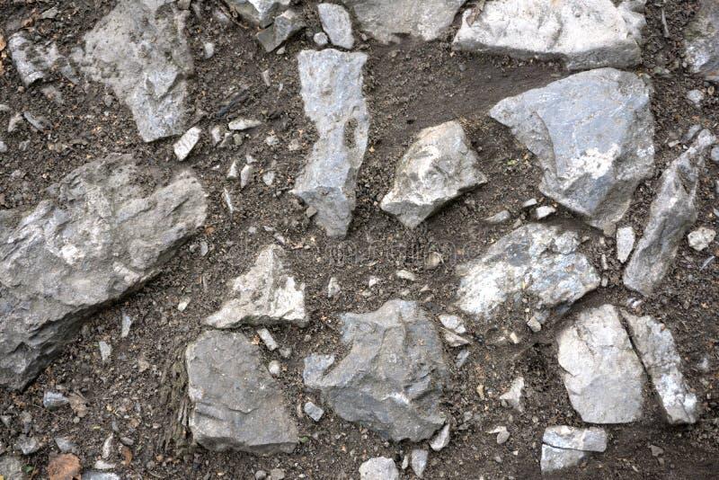 Grandi rocce che decorano giardino nel parco fotografia stock
