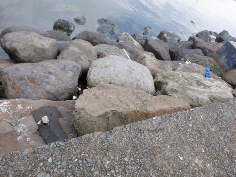 Grandi rocce a Seaside Bay immagini stock libere da diritti