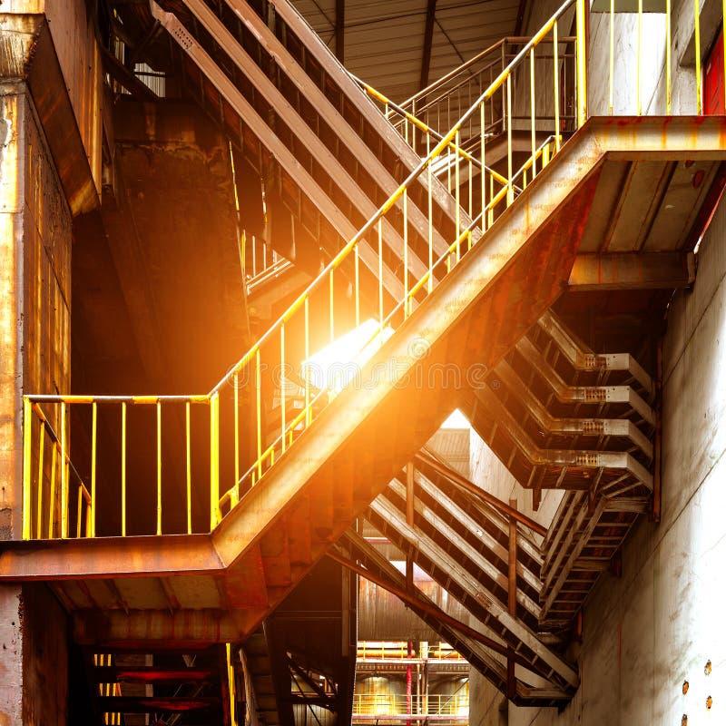 Grandi scale del metallo delle fabbriche fotografia stock