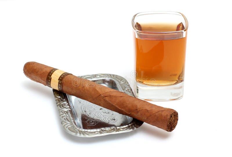 Grandi sigaro e whisky fotografie stock libere da diritti