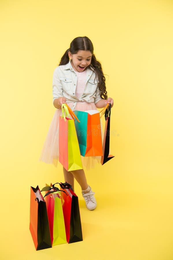 Grandi strategie da risparmiare sopra di nuovo agli acquisti della scuola Di nuovo alla stagione della scuola insegni alle basi d fotografia stock