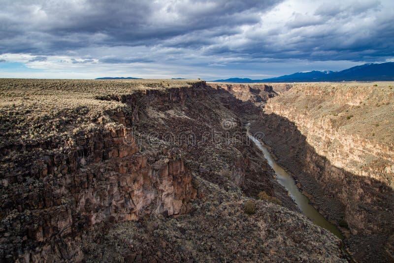 Grandi taos New Mexico del ponte della gola di Rio fotografie stock libere da diritti