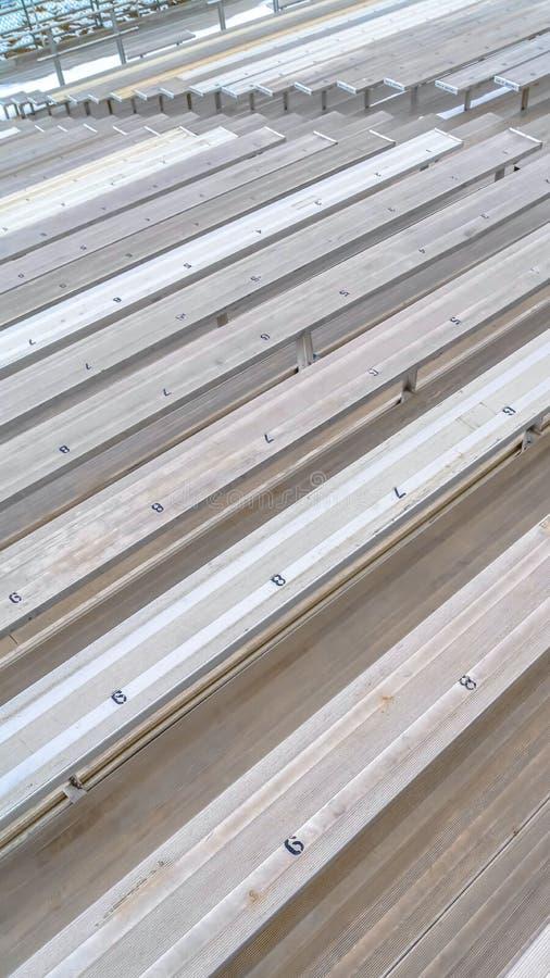 Grandins simples verticaux à un champ de sports avec des nombres d'allocation des places sur la surface images libres de droits