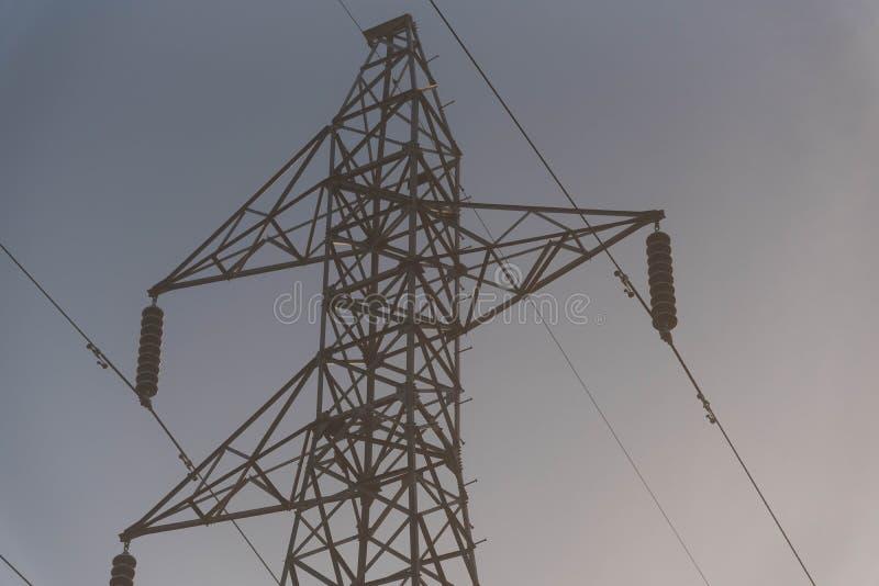A grandiosidade da torre da energia foto de stock