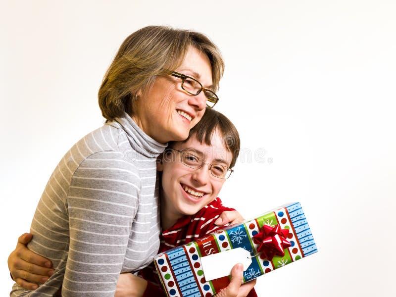 grandma δώρων στοκ φωτογραφία με δικαίωμα ελεύθερης χρήσης