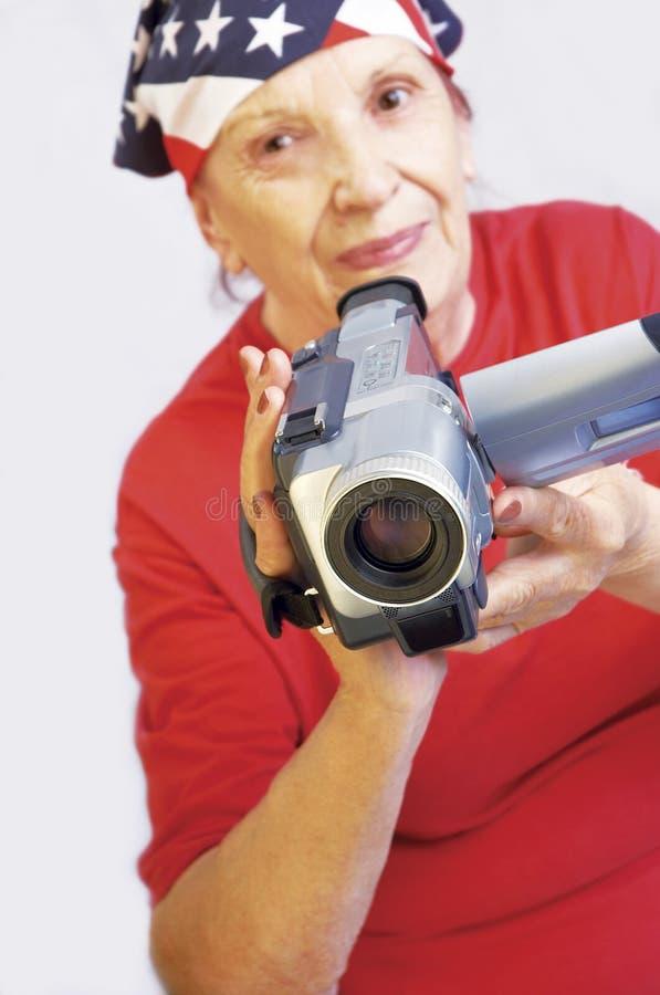 Grandmama actif avec l'appareil-photo image stock