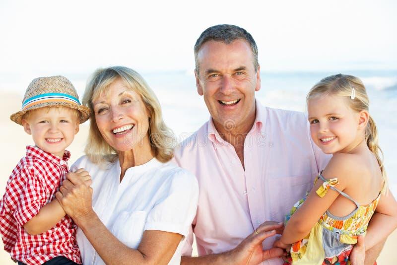 Grandparents e netos no feriado fotografia de stock