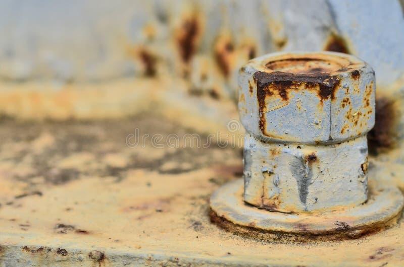 Grands écrous rouillés en métal verrouillés photo libre de droits