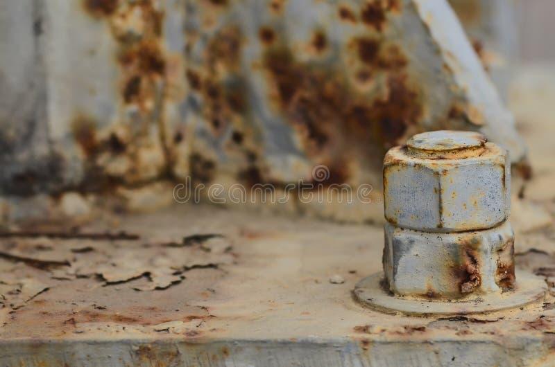 Grands écrous rouillés en métal verrouillés photographie stock libre de droits