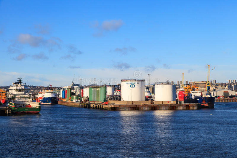 Download Grands Bateaux D'approvisionnement Dans Le Port D'Aberdeen Le 30 Janvier 2016 Photo éditorial - Image du pétrole, quai: 76085201