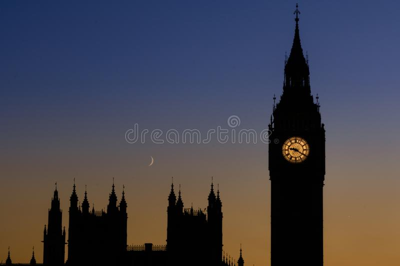 Grands Ben Tower et Chambres du Parlement, Londres R-U photos stock