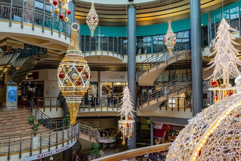 Grands commerciaux Hommes de Les de centre en Bordeaux, France photo stock