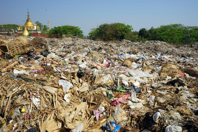 Grands déchets avec des paniers image libre de droits