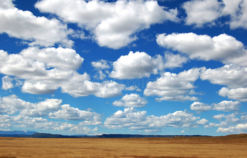 Grands nuages de ciel photo stock