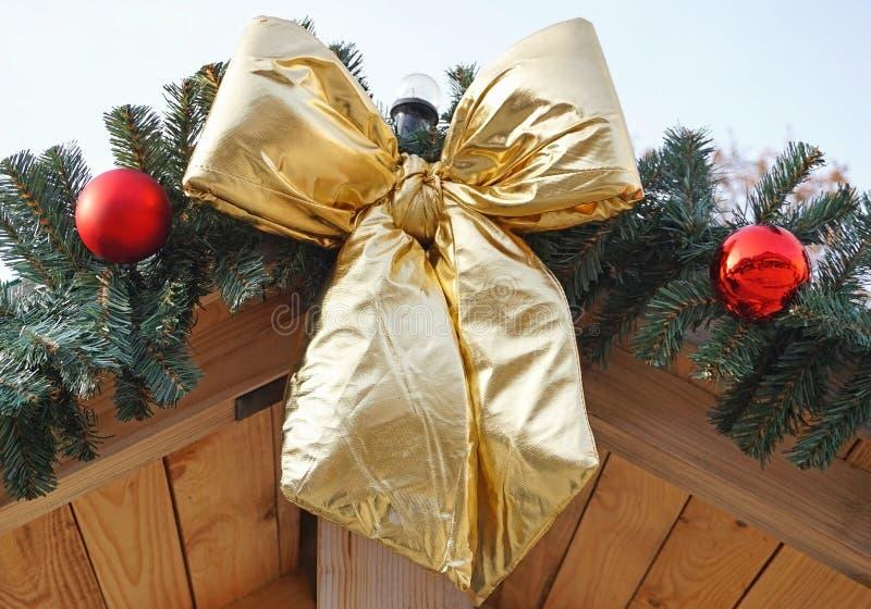 Grands ornements d'arc et de Noël photo stock