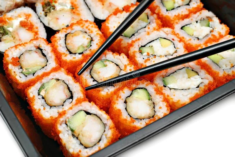 Grands positionnement et baguettes colorés de sushi photographie stock