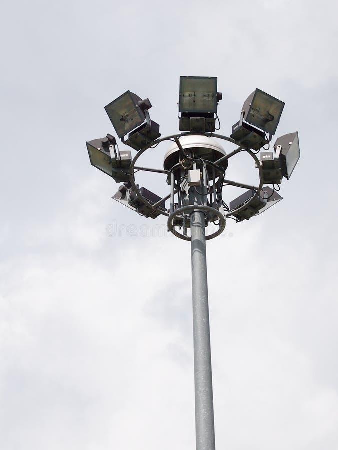 Grands projecteurs extérieurs grands lumineux de stade image stock