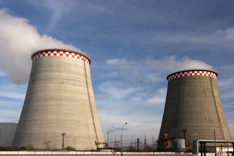 Grands tubes de centrale de gas et de pétrole. image stock