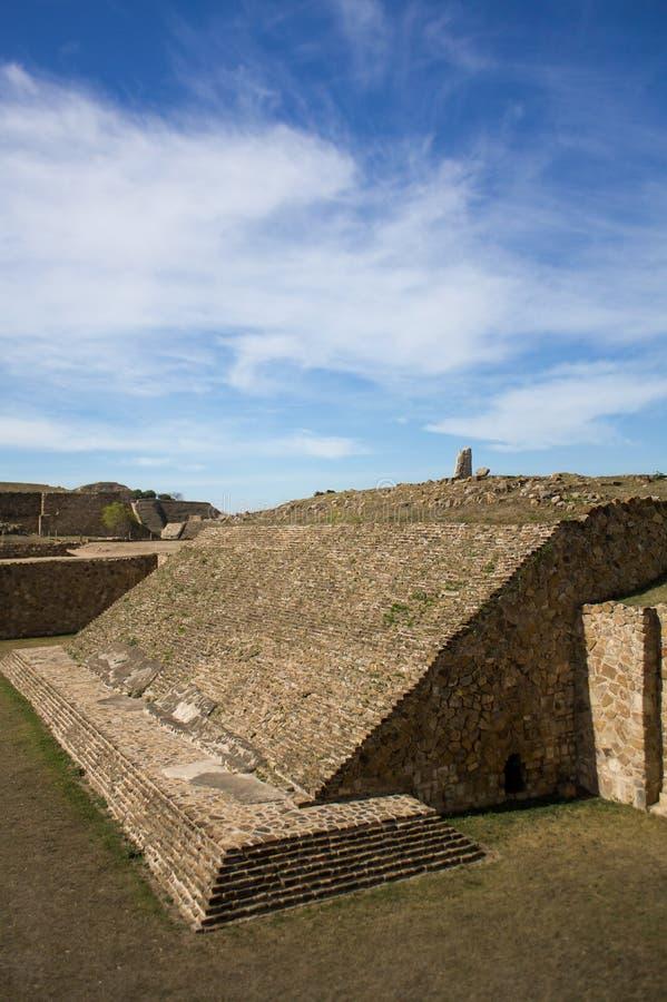 Grandsta antiguo del estadio uno del juego de pelota de Monte Alban Oaxaca Mexico fotos de archivo libres de regalías