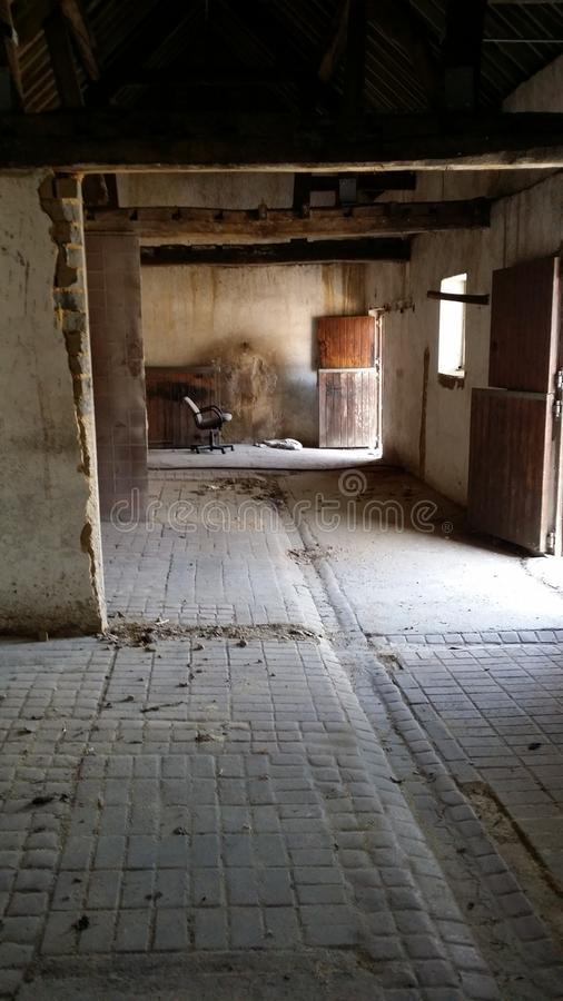 Granero de caballo viejo interior fotografía de archivo libre de regalías
