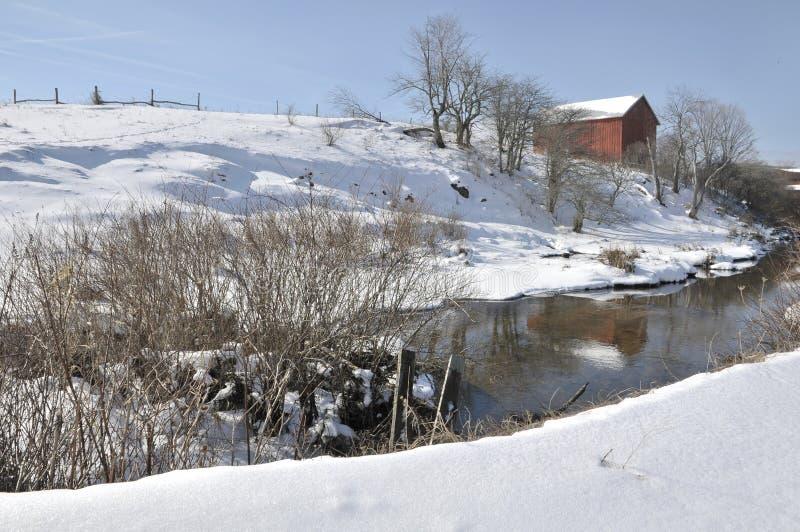 Granero del rojo del invierno de Virginia Occidental imagen de archivo libre de regalías