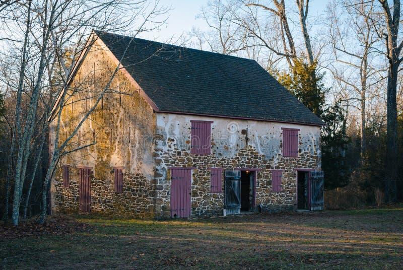 Granero en el pueblo de Batsto, en bosque del estado de Wharton, New Jersey imagenes de archivo