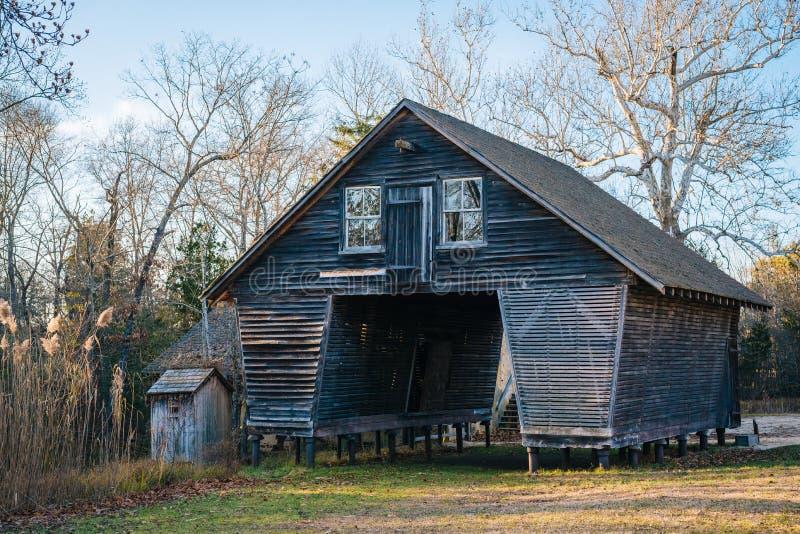 Granero en el pueblo de Batsto, en bosque del estado de Wharton, New Jersey fotos de archivo