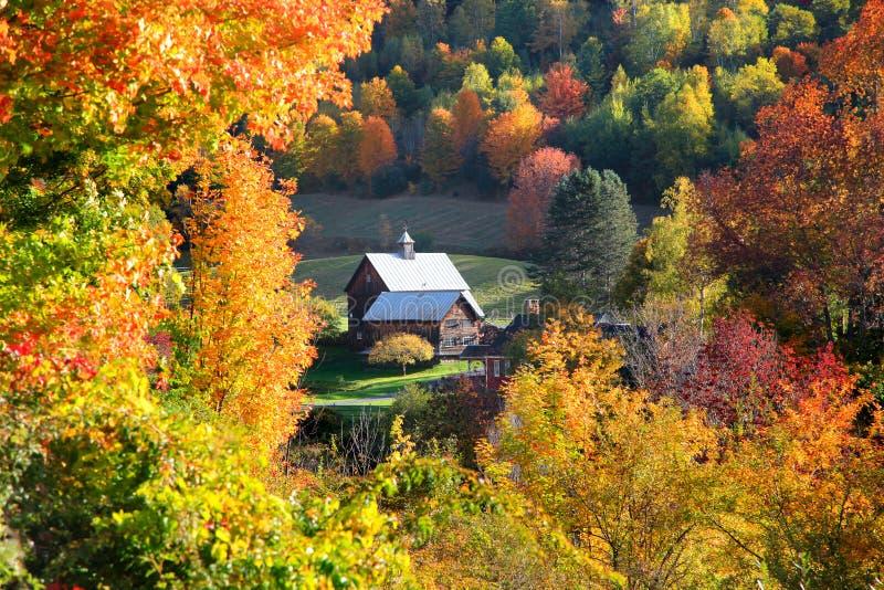 Granero en lado del país de Vermont imagenes de archivo