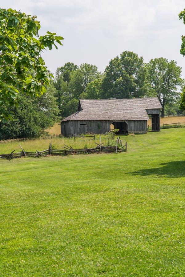 Granero viejo de Amish en la granja de cercano oeste foto de archivo libre de regalías