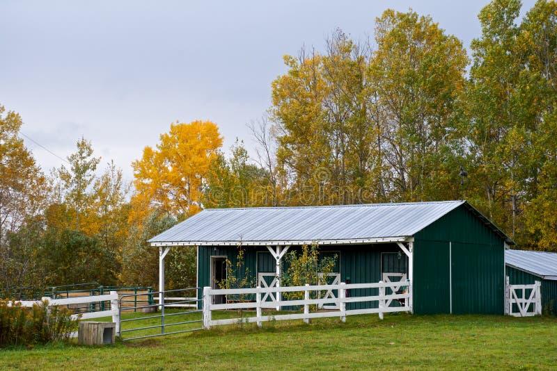 Grange en Autumn Light photographie stock
