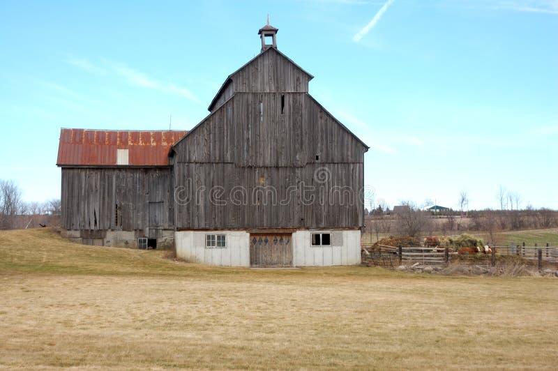 Grange en bois et acier 2 photos stock