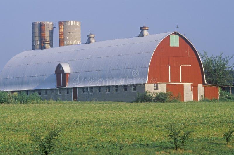 Grange et silo images stock