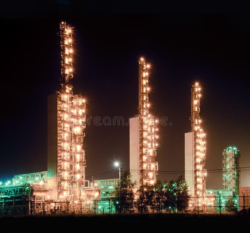 Grangemouth Raffinerie nachts stockbild
