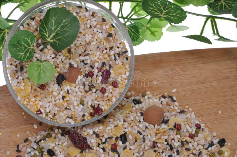 Download Grani fotografia stock. Immagine di mucchio, orzo, ingrediente - 56877272