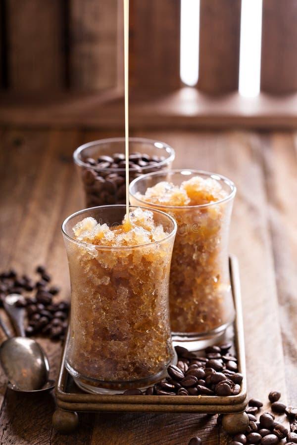 Granita de café en petits verres images libres de droits