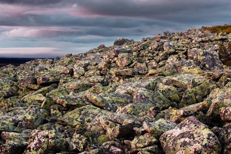 Granitfelsenberg in Lappland lizenzfreies stockfoto