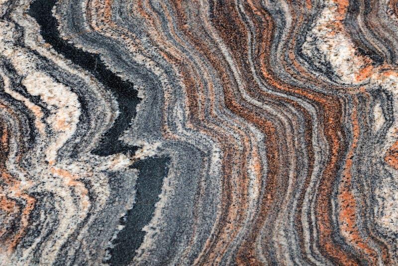 Granito naturale spazzolato e lucidato con una bella struttura multicolore L'immagine di sfondo immagini stock
