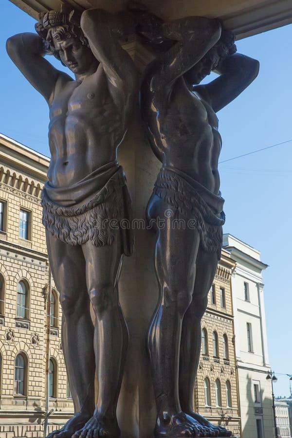 Granitowe statuy Atlantes, Nowy erem w świętym Petersburg, zdjęcia stock