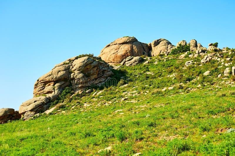 Granitowy megalit na zboczu fotografia stock