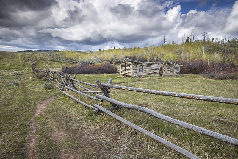 Granja abandonada vieja en Wyoming imagenes de archivo