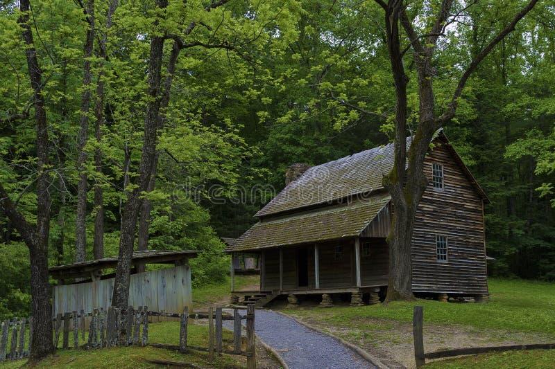 Granja de Templeton en el valle de la ensenada de Cades, monta?as ahumadas Tennessee imagen de archivo