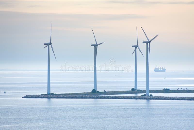 Granja de viento costa afuera cerca de Copenhague, Dinamarca fotografía de archivo