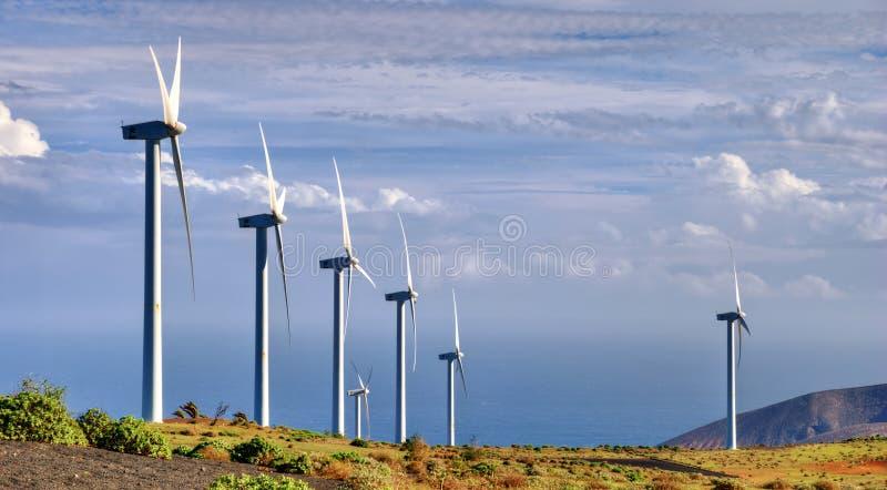 Granja de viento en campo foto de archivo