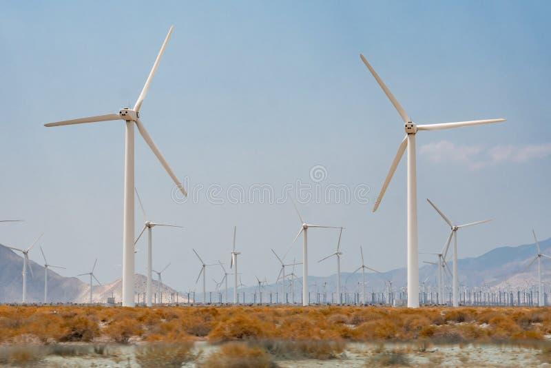 Granja del molino de viento en California meridional imagen de archivo libre de regalías