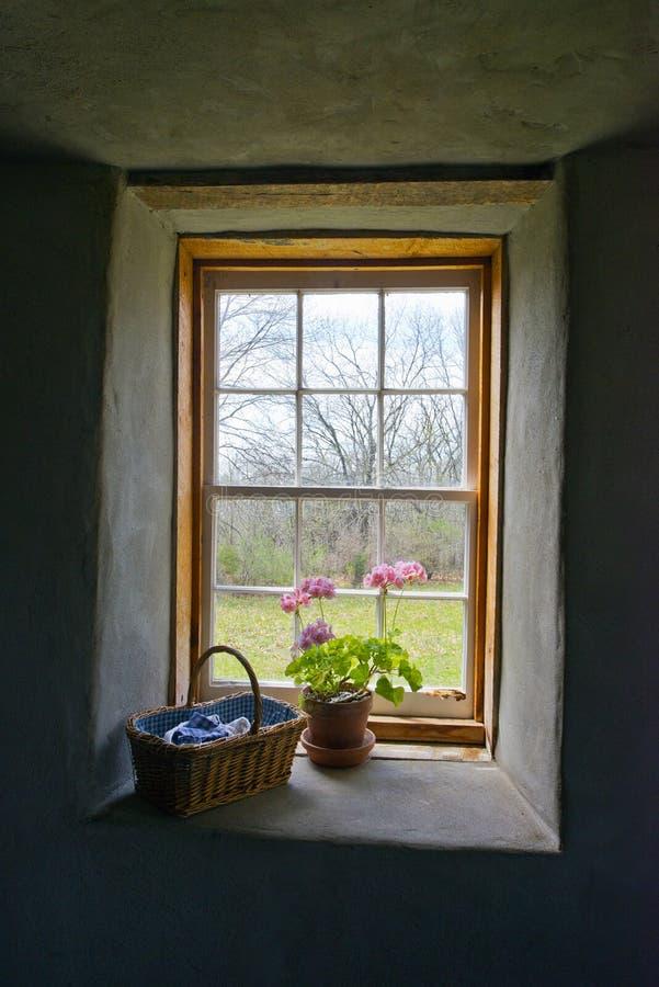 Granja del país del vintage, ventana del cortijo imagen de archivo libre de regalías
